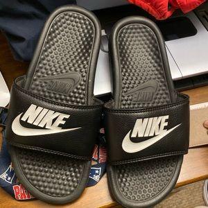 Nike slides ✨